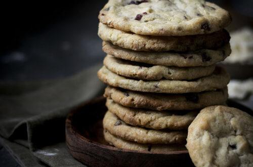 Innen weich & außen knusprig: Weiche Cookies mit weißer Schokolade & Cranberries