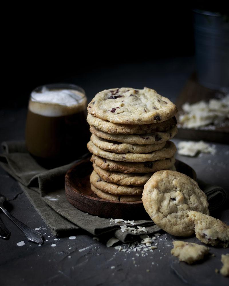 Perfekt zum Kaffee: Weiche Cookies mit weißer Schokolade & Cranberries