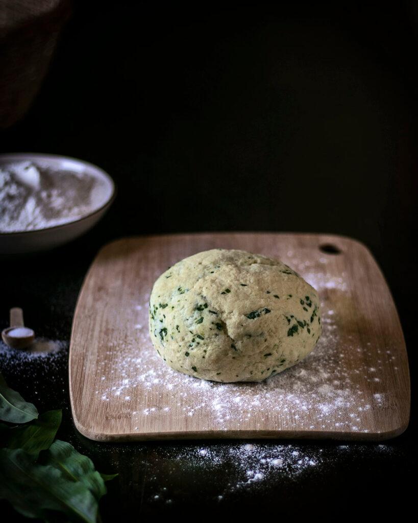 Der Teig für die veganen Gnocchi ohne Ei ist ganz einfach gemacht