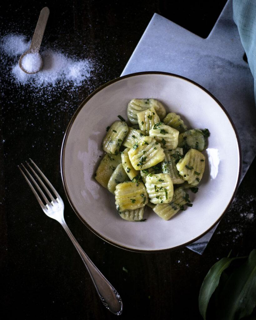 Lecker, vegan, saisonal: Selbstgemachte Bärlauch-Gnocchi ohne Ei
