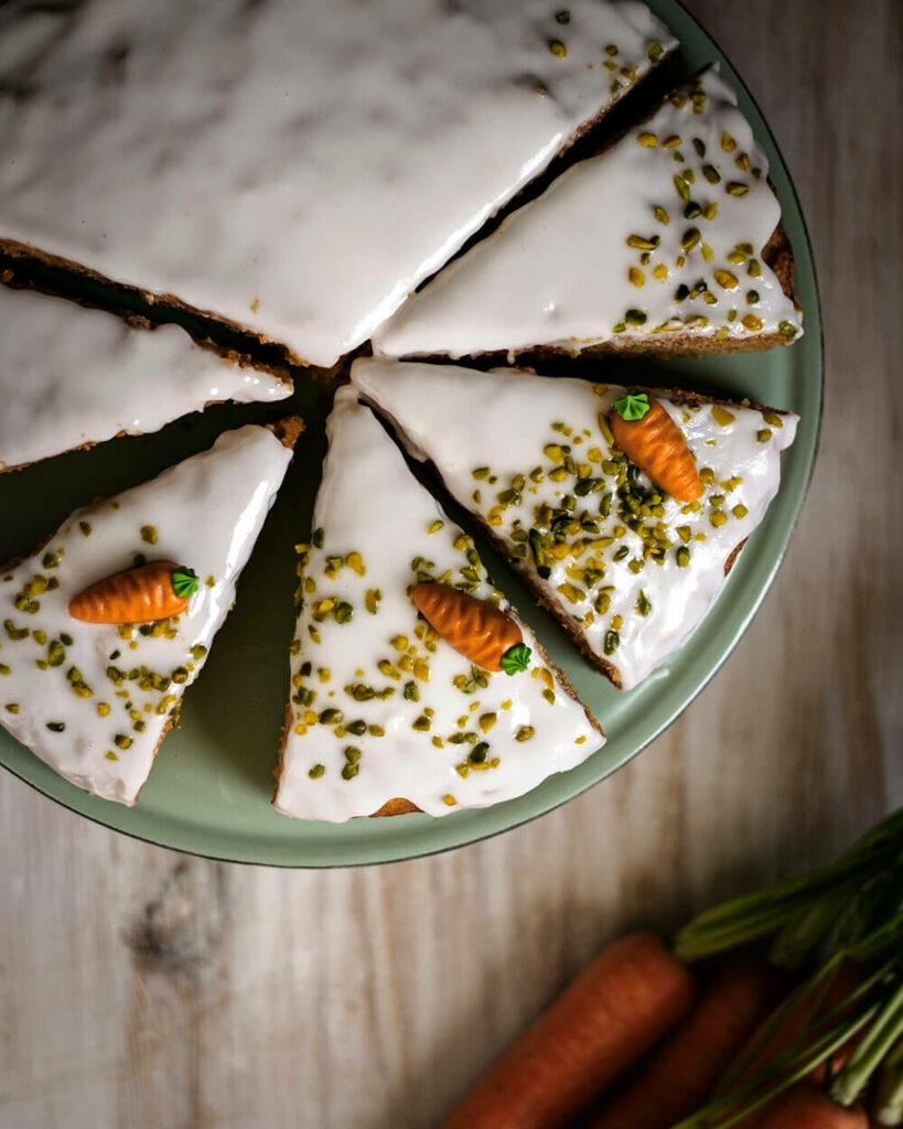 Dieser vegane Möhrenkuchen ohne Nüsse ist das perfekte Osterrezept