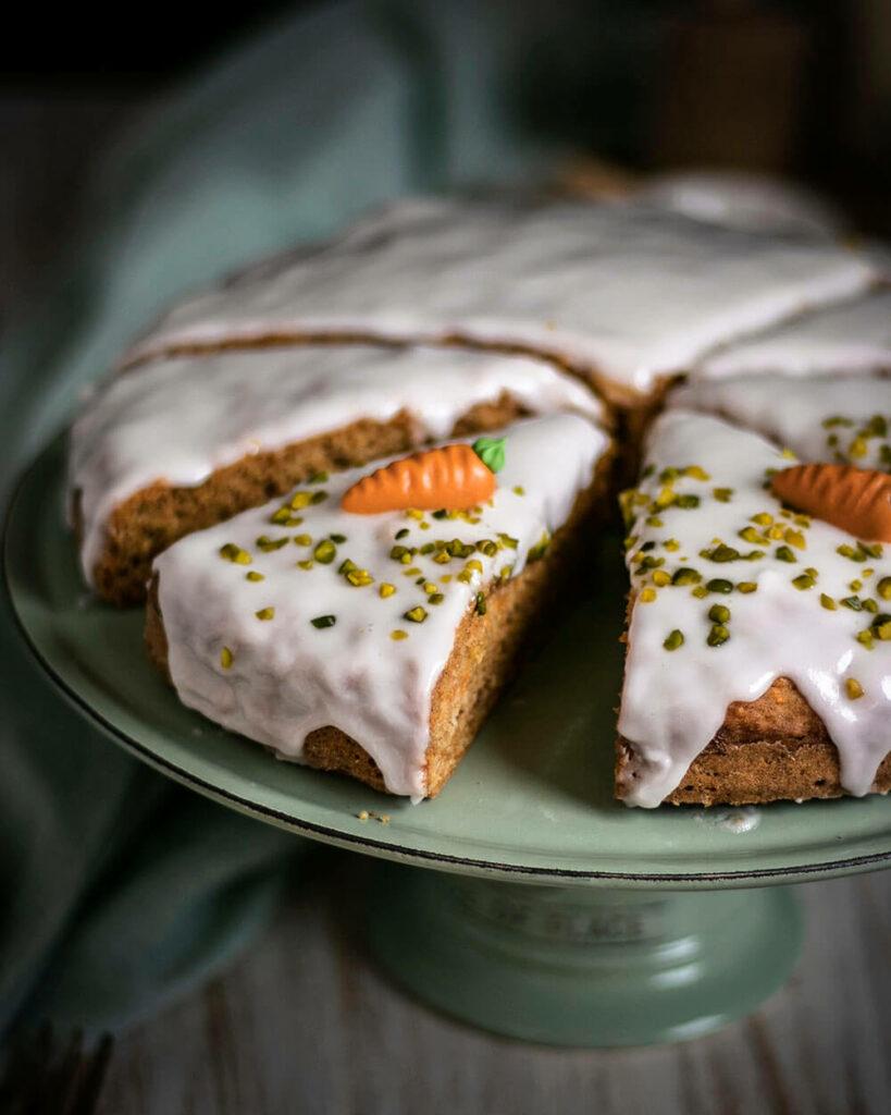 Ostern kann kommen! Mit diesem veganen Möhrenkuchen ohne Nüsse
